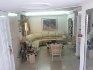Townhouse En Ventaen Maracaibo, Fuerzas Armadas, Venezuela, VE RAH: 20-7502