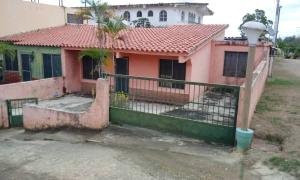 Casa En Ventaen Higuerote, Higuerote, Venezuela, VE RAH: 20-7598