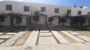 Townhouse En Ventaen Barquisimeto, Terrazas De La Ensenada, Venezuela, VE RAH: 20-7842