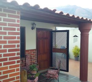 Casa En Ventaen Municipio San Diego, La Esmeralda, Venezuela, VE RAH: 20-7848