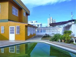 Casa En Ventaen Higuerote, Ciudad Balneario Higuerote, Venezuela, VE RAH: 20-7811
