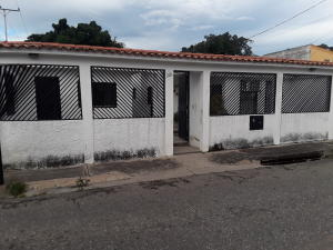 Casa En Ventaen Guacara, Carret Guacara - San Joaquin, Venezuela, VE RAH: 20-7916
