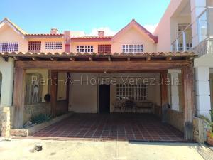 Townhouse En Ventaen Cabimas, Calle Chile, Venezuela, VE RAH: 20-7947
