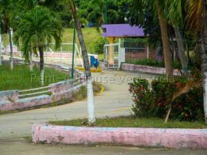 Terreno En Ventaen Tacarigua, Tacarigua, Venezuela, VE RAH: 20-3050