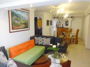 Apartamento En Ventaen San Antonio De Los Altos, Los Salias, Venezuela, VE RAH: 20-7983
