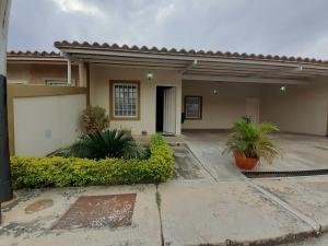 Casa En Ventaen Guacara, Ciudad Alianza, Venezuela, VE RAH: 20-7990