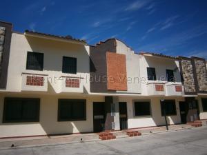 Townhouse En Ventaen Municipio Naguanagua, El Saman, Venezuela, VE RAH: 20-8096