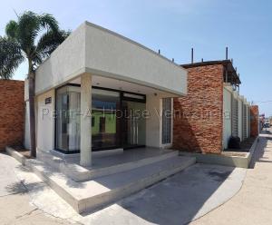 Oficina En Ventaen Punto Fijo, Centro, Venezuela, VE RAH: 20-8210