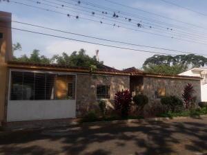 Casa En Ventaen Municipio San Diego, Chalet Country, Venezuela, VE RAH: 20-8316