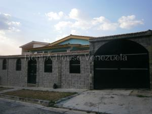 Casa En Ventaen Valencia, Trigal Norte, Venezuela, VE RAH: 20-8404