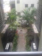 Apartamento En Ventaen Guatire, Solanas Del Avila, Venezuela, VE RAH: 20-8445