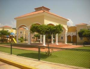 Townhouse En Alquileren Maracaibo, Pueblo Nuevo, Venezuela, VE RAH: 20-8595