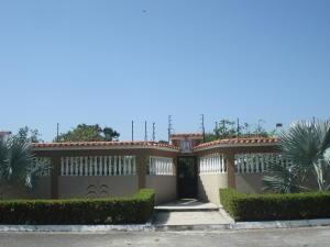 Casa En Ventaen Higuerote, Ciudad Balneario Higuerote, Venezuela, VE RAH: 20-8652