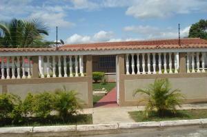 Casa En Ventaen Higuerote, Club Campestre El Paraiso, Venezuela, VE RAH: 20-8661