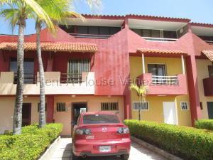 Townhouse En Ventaen Higuerote, Puerto Encantado, Venezuela, VE RAH: 20-8743