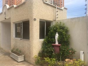 Townhouse En Alquileren Maracaibo, Las Mercedes, Venezuela, VE RAH: 20-8729