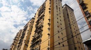 Apartamento En Ventaen Maracay, Urbanizacion El Centro, Venezuela, VE RAH: 20-8872