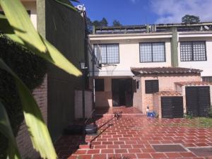 Casa En Ventaen Municipio Guaicaipuro, Parcelamiento Cortada Del Guayabo, Venezuela, VE RAH: 20-8993