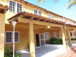 Townhouse En Ventaen Tucacas, Tucacas, Venezuela, VE RAH: 20-9086