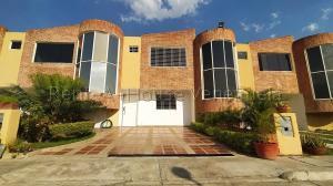 Townhouse En Ventaen Municipio San Diego, Sabana Del Medio, Venezuela, VE RAH: 20-9093