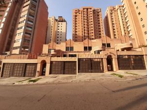 Townhouse En Ventaen Valencia, La Trigaleña, Venezuela, VE RAH: 20-9235