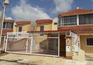 Townhouse En Ventaen Chichiriviche, Flamingo, Venezuela, VE RAH: 20-9165