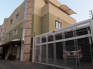 Townhouse En Ventaen Maracay, Andres Bello, Venezuela, VE RAH: 20-8744