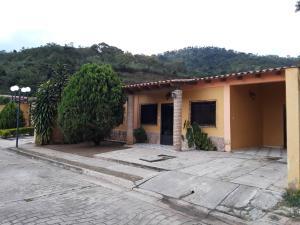 Casa En Ventaen Municipio San Diego, El Polvero, Venezuela, VE RAH: 20-9288