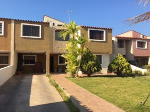 Casa En Ventaen Lecheria, Av Bolivar, Venezuela, VE RAH: 20-9296