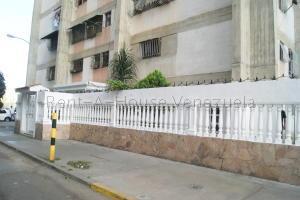 Apartamento En Ventaen Caracas, Caricuao, Venezuela, VE RAH: 20-9343