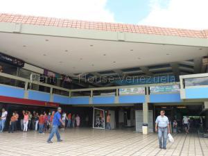 Local Comercial En Ventaen Maracay, Urbanizacion El Centro, Venezuela, VE RAH: 20-9382