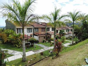 Townhouse En Ventaen Caracas, Lomas De Monte Claro, Venezuela, VE RAH: 20-9401
