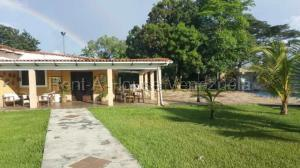 Casa En Ventaen Valencia, Safari Country Club, Venezuela, VE RAH: 20-9419