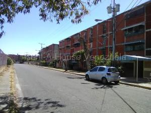 Apartamento En Ventaen Maracay, Fundacion Maracay Ii, Venezuela, VE RAH: 20-9421