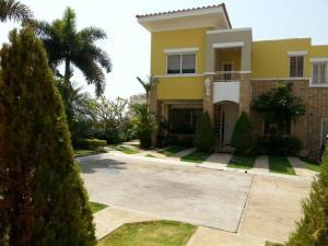 Townhouse En Alquileren Maracaibo, El Milagro, Venezuela, VE RAH: 20-9467