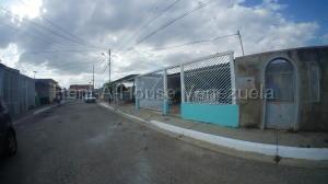 Casa En Ventaen Barquisimeto, Parroquia El Cuji, Venezuela, VE RAH: 20-9506