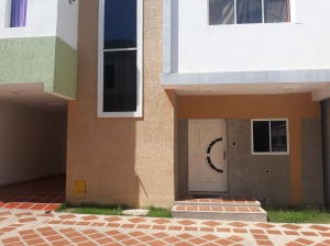 Townhouse En Ventaen Ciudad Ojeda, Calle Merida, Venezuela, VE RAH: 20-9611