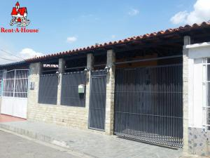 Casa En Ventaen Maracay, La Morita, Venezuela, VE RAH: 20-9628