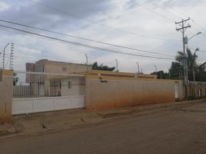 Townhouse En Ventaen Ciudad Ojeda, Vargas, Venezuela, VE RAH: 20-9709