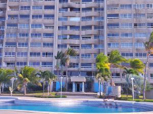 Apartamento En Ventaen Catia La Mar, Playa Grande, Venezuela, VE RAH: 20-9758