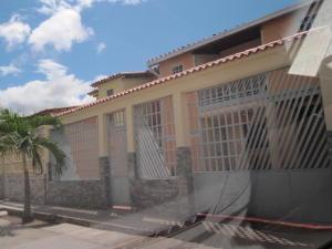 Townhouse En Ventaen Maracay, Santa Rita, Venezuela, VE RAH: 20-9855