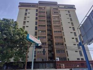 Apartamento En Ventaen Maracaibo, Avenida Falcon, Venezuela, VE RAH: 20-10018