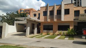 Townhouse En Ventaen Valencia, Los Mangos, Venezuela, VE RAH: 20-10030