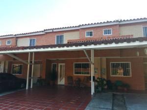 Townhouse En Ventaen Municipio San Diego, Sabana Del Medio, Venezuela, VE RAH: 20-11085