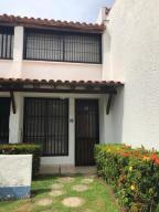 Townhouse En Ventaen Higuerote, Agua Sal, Venezuela, VE RAH: 20-10163
