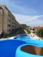 Apartamento En Ventaen Tucacas, Tucacas, Venezuela, VE RAH: 20-10185