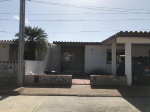 Casa En Ventaen Punto Fijo, Puerta Maraven, Venezuela, VE RAH: 20-10258