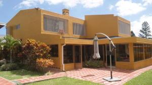 Casa En Ventaen San Antonio De Los Altos, Club De Campo, Venezuela, VE RAH: 20-10216