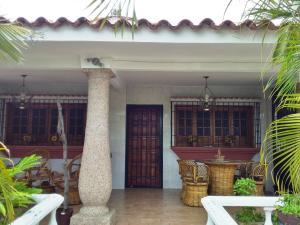 Casa En Ventaen Guacara, Ciudad Alianza, Venezuela, VE RAH: 20-10277