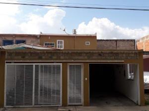 Casa En Ventaen Guacara, Los Apamates, Venezuela, VE RAH: 20-10364